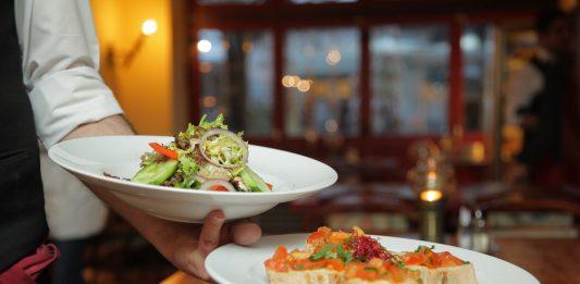 איך לאכול טבעי ונכון כשאוכלים במסעדה?