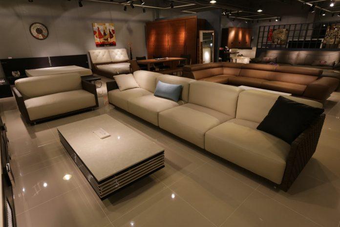רהיטי יוקרה או רהיטים פשוטים?