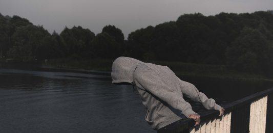הקשר בין מצוקה רגשית להתמכרות – ודרך ההתמודדות